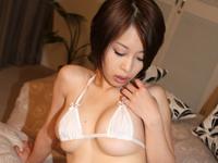 大塚咲はかなり経験豊富な20代半ばの女子校生。[4]