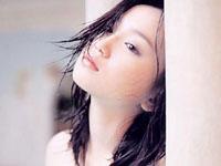永作博美の純白ワンピから覗く激エロ胸チラ!!