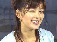 中野美奈子 ミニスカで寝そべり足をバタつかせる!!