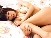 堀田ゆい夏★下着姿で超接写!!物欲しげな表情に・・・