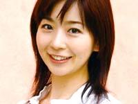 放送されていることを知らずに原稿をチェックする松尾由美子