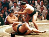 通算1045勝、横綱千代の富士 連勝53ストップ歴史的一番