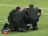 サッカーで珍しい大乱闘!珍入者に対する暴行で大変な事に!