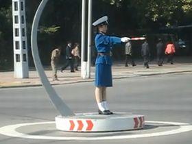 交通整理もキビッと 北朝鮮の婦人警官は超マジ