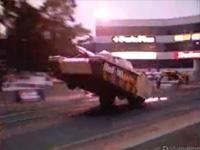 こんなの戦車は嫌だ。。なんと重装車がウィリー!?
