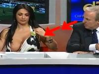 女性出演者のはみ乳が気になって司会者もカメラマンも大注目