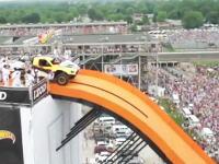 これはマジキチ。車で101メートルの大ジャンプに成功して世界記録った映像