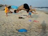 こいつらただ者じゃねえ!ビーチ+バランスボールなカッコイイ神動画。