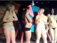 クラブのゲームでストリップすることになり全裸されちゃう女性たち