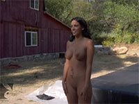 空中を飛ぶ全裸の美女の動画