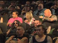 映画館に入ったら観客全員ウホいマッチョメンだったでござる。