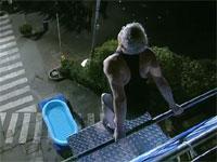 ギネス記録更新。深さ30cmのプールへ高さ11.11mからダイブ。