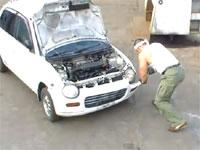 マッチョvs軽自動車。人間が生身の体で車の解体に挑戦。ジャスティス岩倉