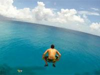 水中の映像みたら怖い怖い。ホテルの屋根からエクストリーム飛び込みing