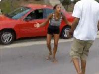足が…!ブチギレ女性ドライバーがまさかの悲劇