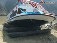 先日話題になった中国の豪華遊覧船が進水式で沈没の動画