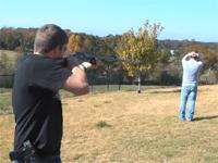 FPSRussiaさん。今度は人に向けて武器を試すwテイザー銃は酷いw