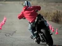 華麗なるドリフト。バイク・パフォーマンス神動画。ジョリアン・ポノマレフ。