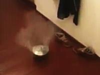 部屋の中で鍋爆弾をやったら大変な事になった動画。最後ワロタw