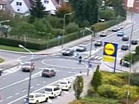 ロータリー交差点のルールを理解していない人たち。これは危ないだろ
