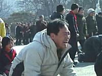 金正日の死を悲しむ北朝鮮人たちを撮影した動画が不自然。気持ち悪い国だな