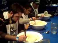 マッシュポテト大食い大会 → 吐く → それをまた食う、飲む【見てるだけで吐ける】