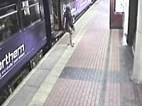 電車から降りてきた女性が消えてしまう珍事が発生。これは危ない