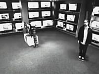 巧妙な手口で営業中に42インチのテレビを盗む泥棒の映像が話題にw