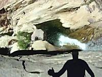 これ怖いわ。危険な崖飛び込みをジャンパー視点で。思ったより余裕ない。