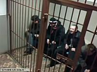 ロシアは牢屋の鉄格子もおそロシア。簡単に開いてしまい同居者に怒られる