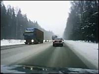 ナイス判断。雪道で対向の大型トラックが横滑りしながら迫ってきたらどうする