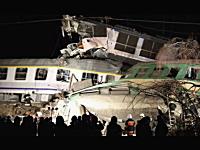 時速100キロ×時速100キロ。ポーランドで列車同士が正面衝突する事故。