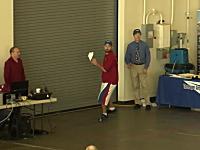 紙飛行機の飛距離69.1388メートルで世界記録を達成したビデオ。紙動画。