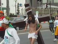 ちょw東京マラソンにイエス・キリストがいた動画wいいのこれw