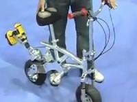 その発想は無かったわw 乗り物に電動ドリルをプスっとね!