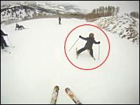 あぶねええ(@_@;)スキー場で暴走して止まれなくなってしまった子供の映像