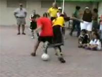 素晴らしき足捌き!ストリートサッカーの神動画!