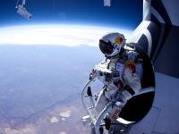 ほぼ宇宙からの挑戦。レッドブルが成層圏からのフリーフォールに挑戦テスト