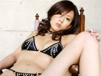 松井沙也香 ハイレグTバック水着を身につけてグラマーボディをセクシー誘惑ポーズ