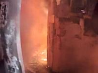 お仕事動画。燃え盛る民家に突入する消防士のヘルメットカメラの映像。