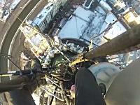 ガクブル動画。命綱無し!?でビルのさらに上の鉄塔に登ってみた。モスクワ