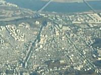 韓国ソウル上空に出現したUFOの映像が話題に。旅客機から乗客が撮影。