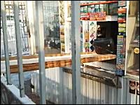 警戒心が強すぎるお店の映像。買い物するの面倒くさすぎワロタw
