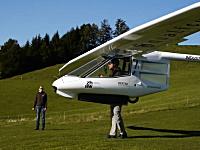 古代の翼。数歩の助走でふわりと浮きあがるグライダー「アーケオプテリクス」
