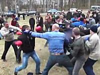 ロシアのお祭りでは集団で殴り合うイベントがある。結構ガチじゃねえかw