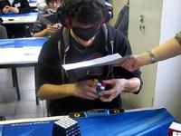 目隠しで完成、28.8秒。ルービックキューブの世界記録もココまで来たか。