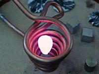 磁場で対象物を浮かせて溶かす浮遊溶融炉という物があるらしい動画。