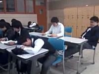 居眠りする同級生にイタズラ!エスカレートして最後はヤバイことに・・・