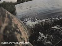 カヤックで釣りをしていた男性がワニに襲われる(グロ無し)これは焦るw
