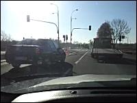 どうしてそうなったw事故現場を通過したら驚いて笑ってしもうた動画。